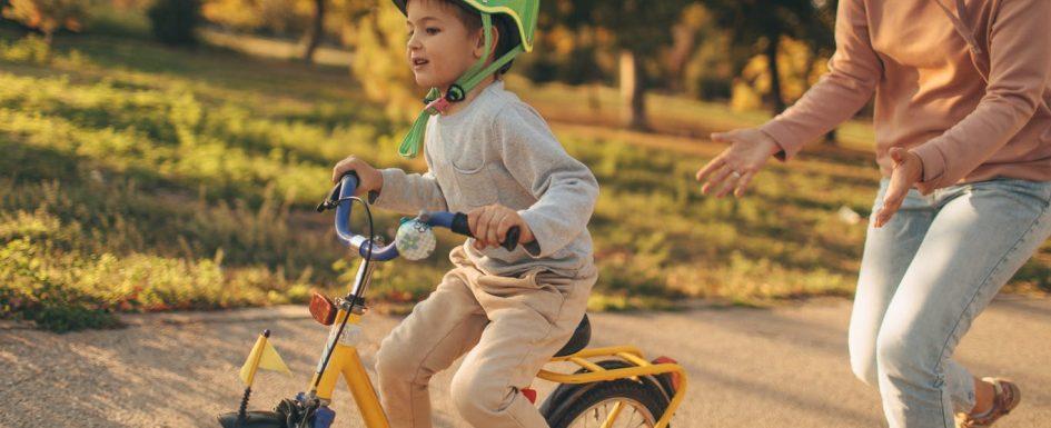 Apprendre à faire du vélo à son enfant image